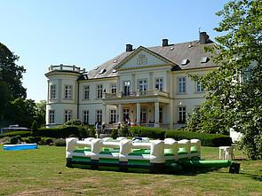 Hüpfburg im Schlosspark