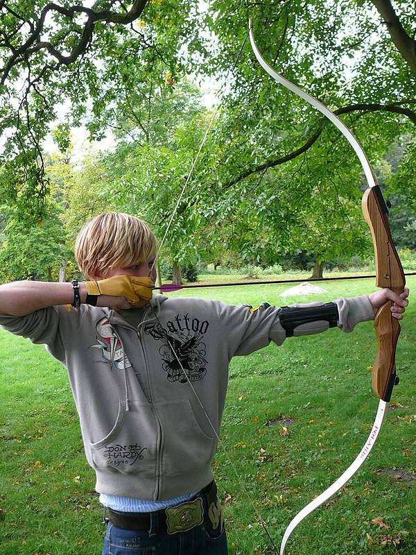 Bild Internatsschüler beim Bogenschießen am Schloss Buldern