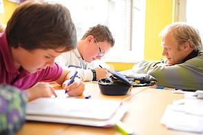 Schüler im Unterricht am Gymnasium