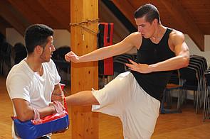 Internatsschüler beim Thaiboxen am Schloss Buldern