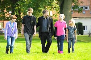 Bild Schüler im Schlossgarten